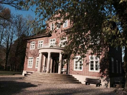 Herrenhaus-aussen-08