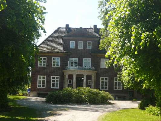 Herrenhaus-aussen-28